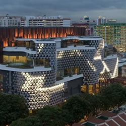 Crystal Mesh, facade of a mall in Singapore, is the collaboration between WOHA architects, Singapore and media architecture specialists, realities:united, Berlin.