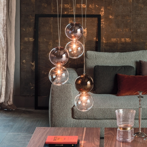 Ceiling lamp APOLLO by Cattelan Italia is made of 2 borosilicate glass spheres. Lower sphere in transparent glass and upper sphere in transparent glass or painted chrome, copper, bronze. Design: Oriano Favaretto