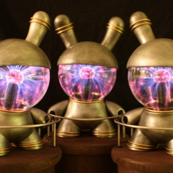 Dustin Cantrell combines plasma globes and designer toys to make these beautiful, interactive Plasma Dunnys. Dustin is currently the featured custoMONDAY artist, which means you can win one!