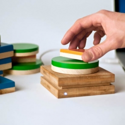 'daily stack' is time management tool created by designers sebastian rønde thielke and anders højmose. the simple design allows users to help track their work flow by creating physical representations of their tasks.