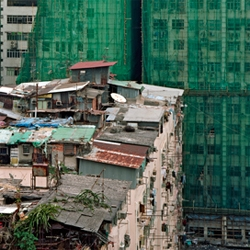 In Hong Kong you only see the laboriously constructed huts made of corrugated iron and planks of wood in which the poorest of the poor live if you look upwards – they occupy, to put it in cynical terms, a penthouse location...