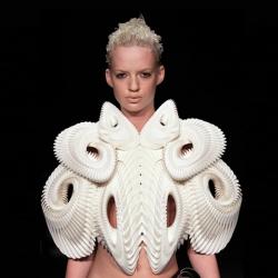 Crystallization: Fashion sculpture by London based Daniel Widrig Studio