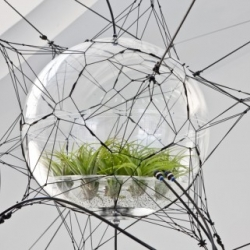 Biospheres is the name of an amazing installation of Tomas Saraceno for the exhibition Rethink Relations, Contemporary art and climate change in the National Gallery of Denmark.