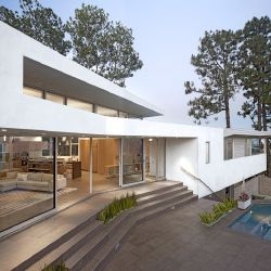 Space International have completed the Deronda residence in Los Angeles, California.