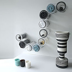 Designchain - by New Zealander Alan Hucks - Very clever shelving - can be mounted on a wall, or placed on a flat surface.