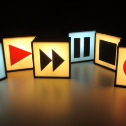 "Play, forward then pause or stop. Will these light do such action. ""Boxes"" light by MadreInSpain."