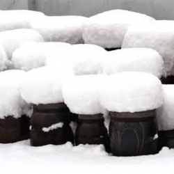The Snow Stool by Baek-Ki Kim was inspired by a scene of ' Korean traditional food jars on a terrace covered in snow. It is a dual functional stool can be used both as a stool and a storage container if you want.