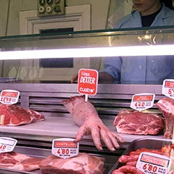 impressive action of environment created by the agency Kitchen, which spread human arms in Madrid to disclose the series Dexter.