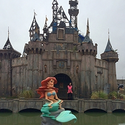 "Banksy's Dismaland opens tomorrow in the UK and The Colossal has a peek inside for you! ""A demented assortment of bizarre and macabre artworks from no less than 50 artists from around the world... In addition, Banksy is showing 10 artworks of his own."""