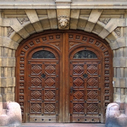 Eccentric site for beautiful Budapest doorways photographed by a Hungarian-born English architect.