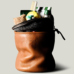"Hard Graft goes vertical for their Refresh Dopp Kit made of ""über premium vegetable tanned Italian leather"""