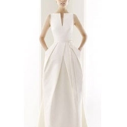 Wedding dresses with pockets are the next emerging trend for the bridal industry. Too practical to pass up!