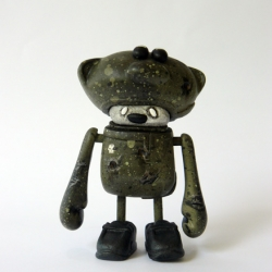 "Dust The teddys R.B.S. IV ""open helmet version"", is limited to 10 pieces. Each figure is a unique item painted by the artist. Both toy and box are designed and produced by Dust."