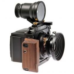 Swiss studio Estragon have designed a camera for Swiss camera manufacturer ALPA. Called ALPA 12 TC, the compact square design operates as a 6×9 roll-film or 60 MP digital camera.