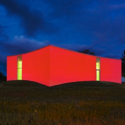 Gallery Orsta from Claesson Koivisto Rune is a glowing gallery in Kumla, Sweden.