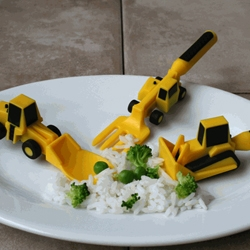 Construction Eating Kit - a bulldozer pusher, fork lift fork, and front loader spoon. Awesome.