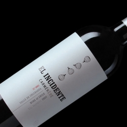 Campoy Príncipi Domenech's bottle design for El Incidente depicts Don José Miguel Viu's ill-fated hot-air balloon ride over his vineyards in Colchagua Chile.