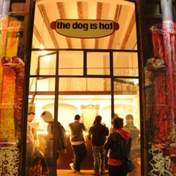 The best hot dog of Barcelona. Food and art with amazing ingredients for a hot dog. Meat, and also tofu for vegetarians.