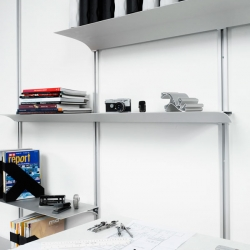 We Do has designed a nice clean shelving system for Swedish Nonuform. The shelves are made out of aluminum and comes in four colors.