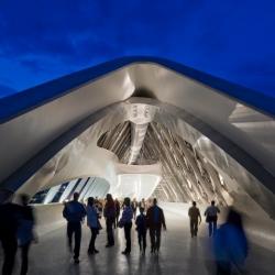Zaha Hadid: Zaragoza Bridge Pavilion