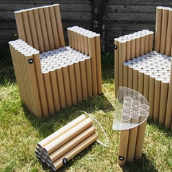 The Italian designers Paola Argine and Cristina Alzati (double-ei), are back creating with cardboard, a new furnishing madness, FanTubes: two tables and three chairs, composed of about 300 cardboard tubes of various heights.