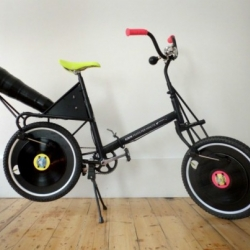 """This amazing record-playing """"Feats per Minute"""" bike blasts music as you pedal!"""