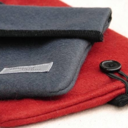 Wool felt laptop sleeves for mini laptops (netbooks). Charcoal or red wool felt, black corduroy lining and black wooden buttons for closure.