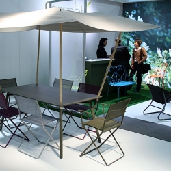 Interesting take on the relationship between outdoor table and umbrella... here's a new dining set from Fermob showing at IMM Cologne
