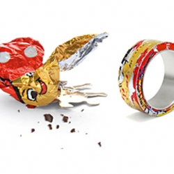 German jewelry designer Iris Merkle created these recycling rings for her label Fingerglueck. The rings are made of chocolate paper and silver and they really do look great.