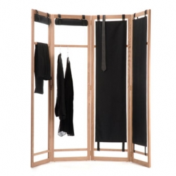 We love flexible stuffs. This screen by Livia Lauber and Loris Jaccard can be used as a divider, a clothes rack or a simple wardrobe when closed.