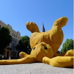 Florentijn Hofman created this totally cool larger than life sculpture of a yellow bunny which appears to have been dropped in the center of the town square in Orebro, Sweden.