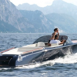 I dont think anyone would mind gliding around the riviera in Frauscher's new St. Tropez 757 boat. It may just be the most clean cut and luxurious thing around.