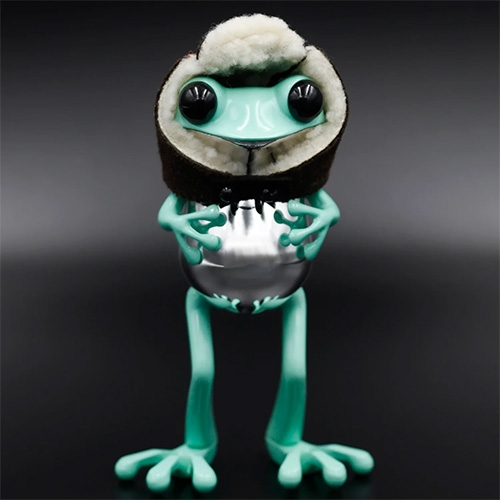 Twelve Dot Studio La Dolce Vita Frog! Complete with Sherpa-lined aviator hat. Limited edition of 350.