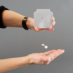 'Have a nice day' is a series of pill cases that aim to give you a small moment of joy when you least expect it.