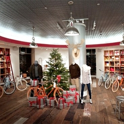 Gap opens a seasonal pop-up shop near their San Francisco headquarters that features the covetable steel-framed bikes and gear of PUBLIC.