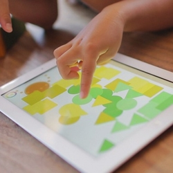 Visua Musio by AppArt is a geometric music maker app for iPad. Move the shapes around and arrange them to create experimental compositions.