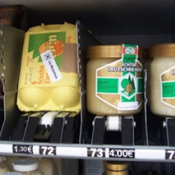 Frustrated with making deliveries, a German farm set up this fresh food vending machine.