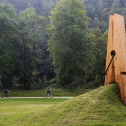 This giant wooden clip is currently being showcased in Belgium, in the Chaudfontaine park, as part of a contemporary art exhibition.