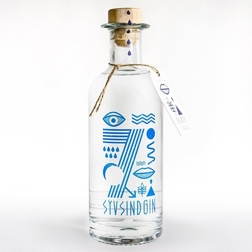 Sall Whiskey is making SYVSINDGIN, a Gin White, while waiting for the whiskey to age. Design by NO HEROES.