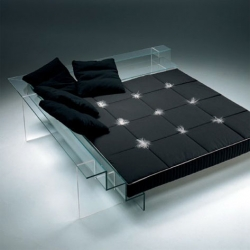 Glass BED : the collection uses the ultra-clear Diamant Glass by Saint Gobain.