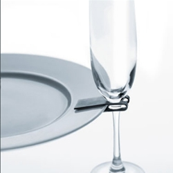 "another cool solution for buffet parties: ""no more arguing over abandoned drinks. Thanks to 2clip. The clip is easily attached to the side of the plate and holds