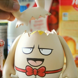 Dudegg, a custom vinyl toy by Grapheart. Cute little egg character with an even cuter surprise inside.