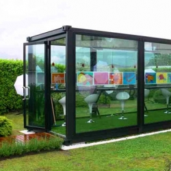 The Greentainer is a shipping container, gutted to provide flexible public space, perfect for re-using existing resources. With a good sense of design combines to create this versatile,adaptable structure.