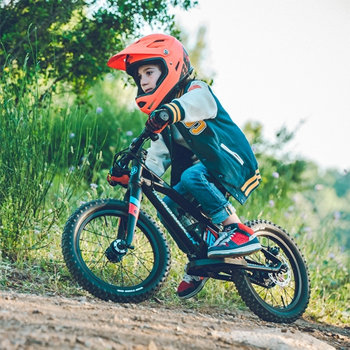 "Mondraker Grommy e-Balance Bike... for toddlers and little kids! Feeling a mix of wow and wtf, but the ""Charge Your Imagination"" video is definitely worth watching! It's like a crazy ebike kid music video."