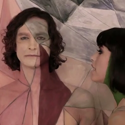 Jumping from number 45 to 20 on US album charts this week, Gotye's Making Mirrors might owe some of its popularity to the haunting single 'Somebody That I Used To Know' (with Kimbra) and its visually-stimulating video.