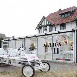Fashion label AF Vandevorst has teamed up with Hoet Bekaert Gallery to launch 'Gustav' – a pop-up store to fashion, furniture, jewellery and ART. The place is located in the Belgian seaside resort of Knokke-Heist.