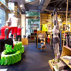 Reebok's Fit Hub Experience ~ a store and crossfit gym in NYC just opened (following their Russia, Korea, and Dubai ones) Interesting to see more and more sportswear gym spaces opening.