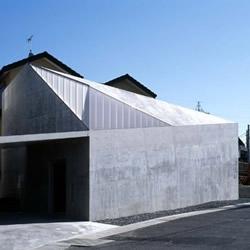 Hall House 1, Otsu - Shiga, Japan / Kentaro Takeguchi , Asako Yamamoto - ALPHAVILLE