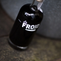 Le Froid Cold Brew Coffee, cold brew coffee brand from The Netherlands. 'Martine' their first bottle, describes the story of young frenchman Fernand trying to make his way to his beloved Martine in Paris.