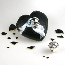 Sometimes the giftwrap is far too cool not to notice ~ in the case of Stephen Einhorn Jewelry ~ you can get plaster hearts that the recipient has to break open to get the gift out!
